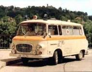 Lalü-Lala: Der Krankenwagen, der für Miss Dillitzer wertvolle Ersthilfe leistete.